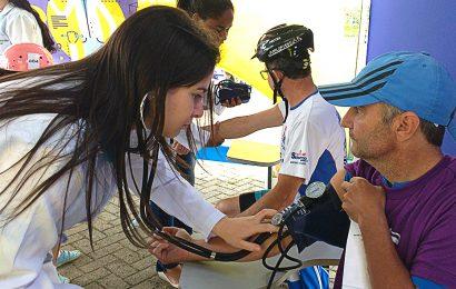 Alunas da Uniso promovem saúde e bem-estar a ciclistas